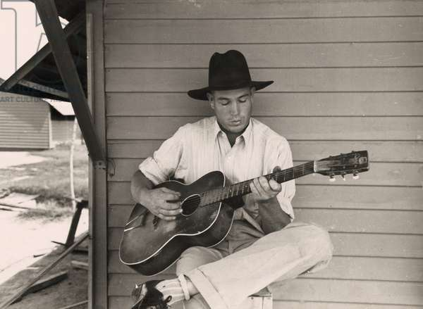 Guitar Playing Migrant Worker 1940 (photo)