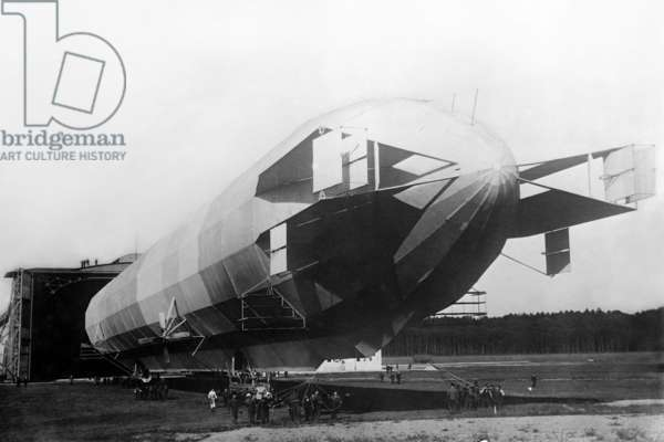 Zeppelin airship for passengers UNK (photo)