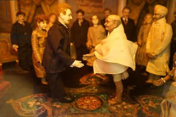 Model depicting, Mahatma Gandhi meeting the British Monarch, King George V, United Kingdom