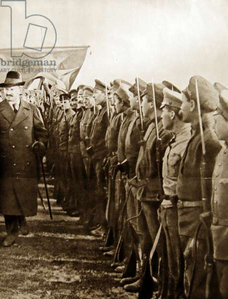 Trotsky reviewing red army troops