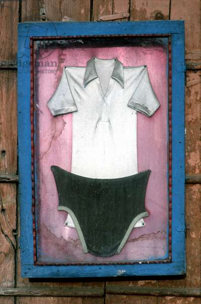 Laundry sign in a Laundrette. India.  (photo)