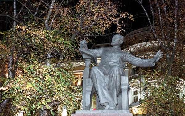 P, I, Tchaikovsky Monument in Front of the Moscow Conservatory in the Big Street Nikitskoy, Moscow, Russia, 11/00, Sculptors - V, I, Mukhin, N, G, Zelenskaja, Z, G, Ivanova.