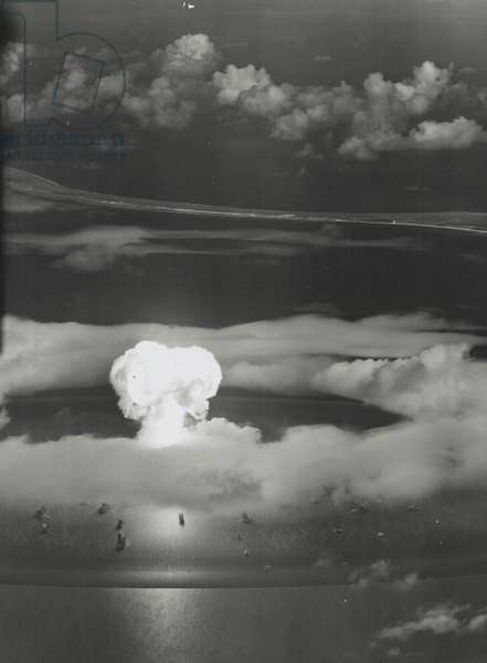 Mushroom cloud with ships below, 1946