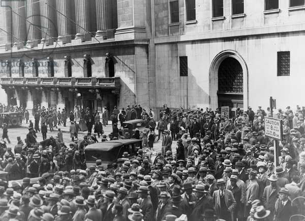 A crowd of people gather outside the New York Stock Exchange, 1929