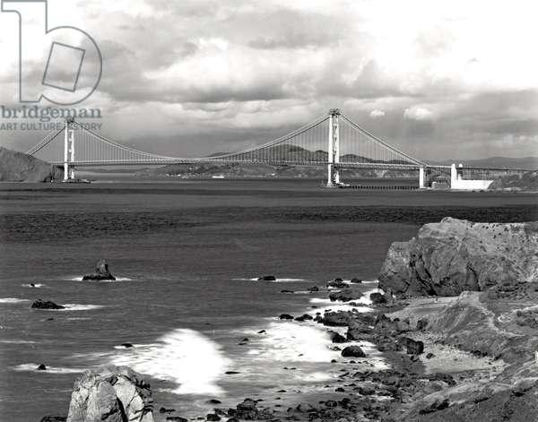 Golden Gate Bridge (b/w photo)