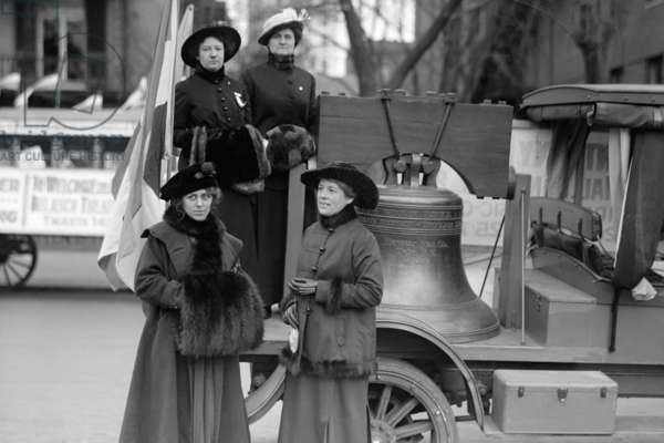 Suffragettes Sport a Replica of the Liberty Bell 1814 (photo)