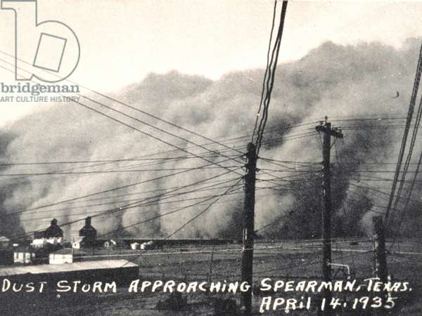 Photograph of a dust storm approaching Spearman