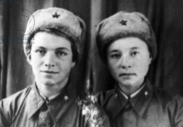 World War 2, Heroes of the Soviet Union, Natalia Kovshova and Maria Polivanovna, 1941.