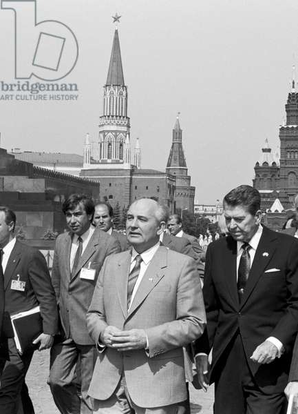 Mikhail Gorbachev And Ronald Reagan At The Red Square
