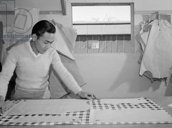 Bert K. Miura (pattern making), Manzanar Relocation Center, California, 1943 (photo)