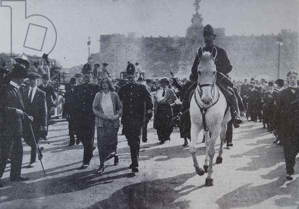Arrest of Suffragette Dora Thewlis in 1907, outside Buckingham Palace in London
