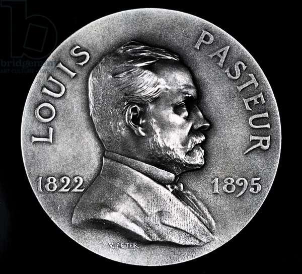 Commemorative medal depicting Louis Pasteur.