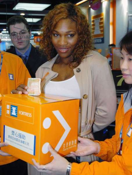 Famous United States tennis player Serena Williams donates money for the tsunami-stricken countries during a donation activity in Hong Kong, south China, Jan 7, 2005