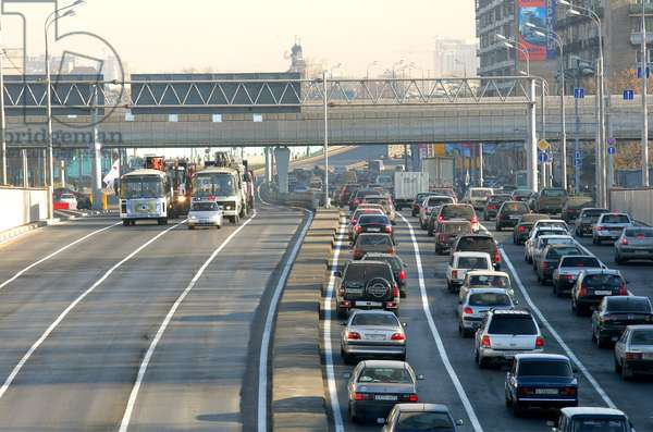 Traffic On A New Overpass Across The Moscow Ring Road : Traffic on a new overpass across the MKAD (Moscow Ring Road) in Starostina Street in Moscow, Russia, 05/11/09 ©ITAR-TASS/UIG/Leemage