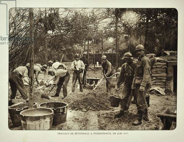 Concrete construction by soldiers at Steenstrate in Flanders during the First World War, Belgium ©UIG/Leemage