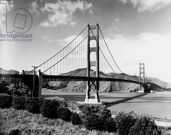 Golden Gate Bridge, San Francisco, California (b/w photo)