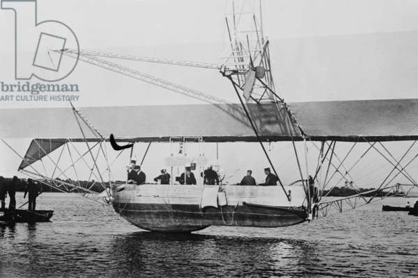 Zeppelin on Water 1908 (photo)