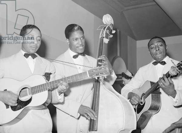 Entertainers at Negro tavern. Chicago, Illinois 1941 (photo)