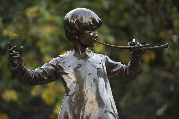 Great Britain, England, London, Kensington Gardens, Peter Pan statue, close-up