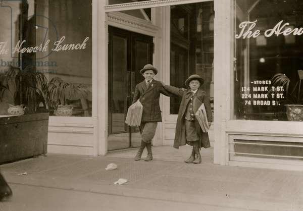 Jewish Newsboys in Newark, NJ 1910 (photo)
