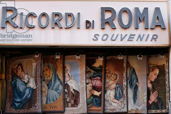 Catholic souvenir shop (photo)