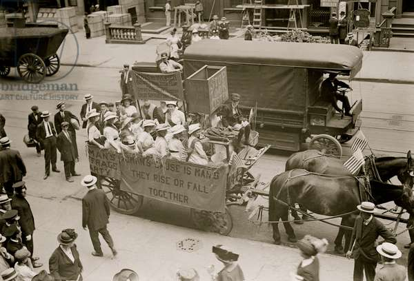 Suffrage Hay Wagon 1914 (photo)
