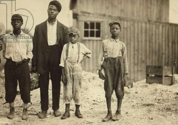 Glass Factory Children 1911 (photo)