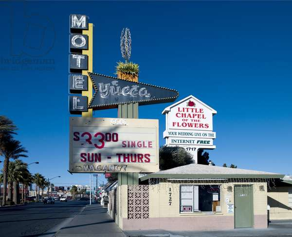 Old Motels and Historic Neon Art in Las Vegas, Nevada 2006 (photo)