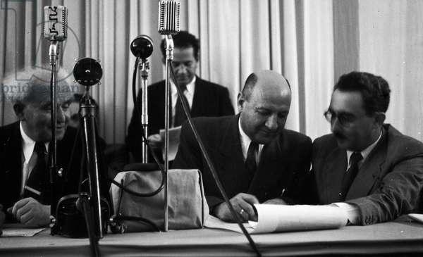Israel declaring independence