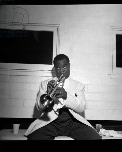 Trumpeter Louis Armstrong (b/w photo)