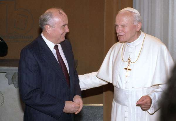 Mikhail Gorbachev Meets Head Of Vatican Pope John Paul II In Rome : General Secretary of the Central Committee of the CPSU Mikhail Gorbachev meets Head of Vatican Pope John Paul II in Rome, Italy, 19/11/94 ©ITAR-TASS/UIG/Leemage