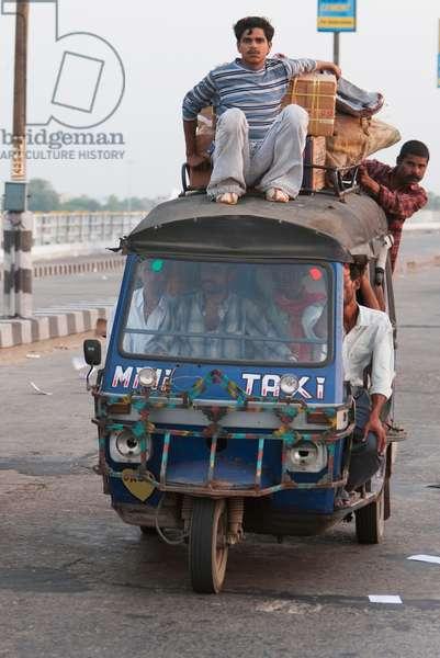 Auto Rickshaw on the Mahatma Gandhi Seti (Bridge), Patna, Bihar, India (photo)