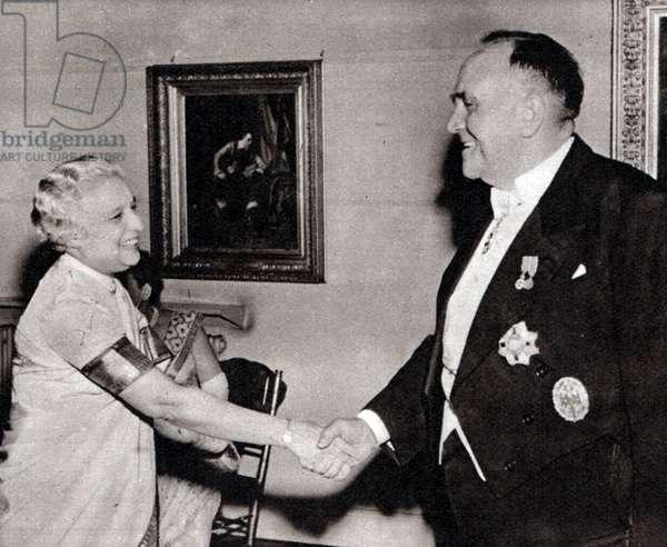 Sir Roy Welensky; Prime Minister of Northern Rhodesia (Zimbabwe) meets Vijaya Lakshmi Nehru Pandit