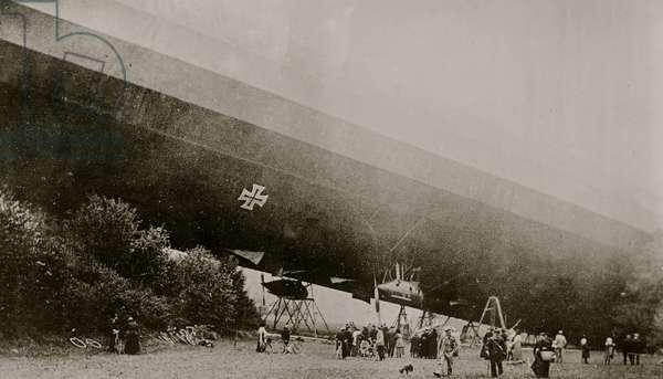Wrecked Zeppelin in France (photo)
