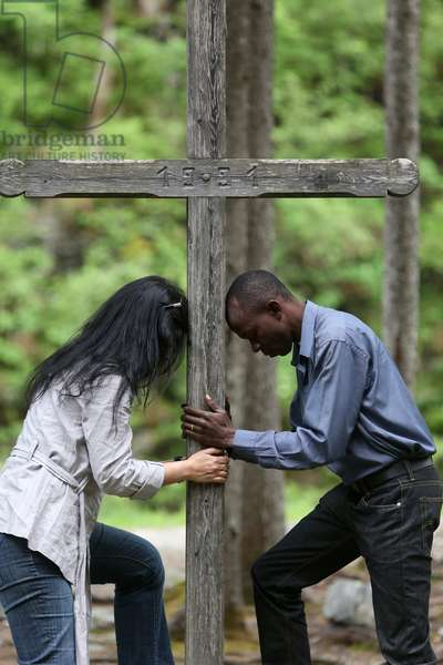 Man and woman praying in the mountain (photo)