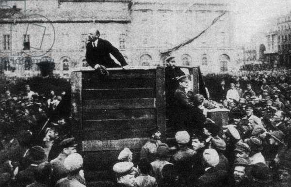 Vladimir Lenin and Leon Trotsky