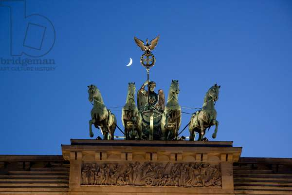 Quadriga, the Four-Horsed Chariot Atop the Brandenburg Gate at Night, Berlin, Germany (photo)