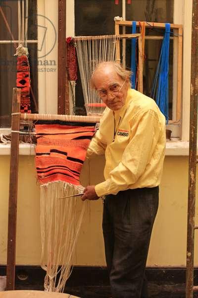 Elderly Chilean Man Weaving (photo)