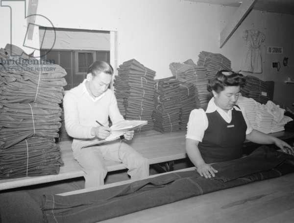 Bert K. Miura and Toshiko Kadonada, bundling and shipping, Manzanar Relocation Center, California, 1943 (photo)