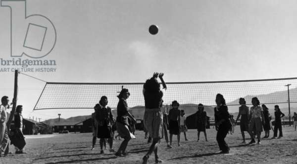 Volley ball game, Manzanar, 1943 (photo)