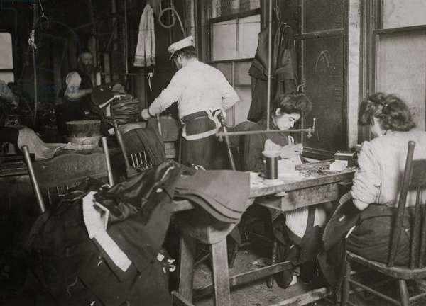 A group of sweatshop workers. 1908 (photo)