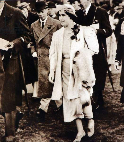 Queen Elizabeth with King George VI visits the horseracing at Aintree