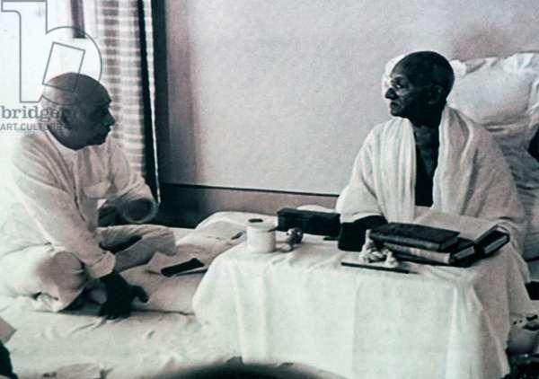 Sardar Patel with Mahatma Gandhi during his hunger strike, India
