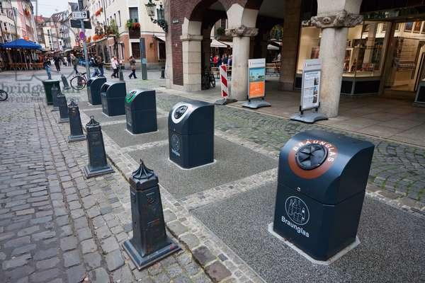 Recycling Bins, Dusseldorf, North Rhine-Westphalia, Germany (photo)