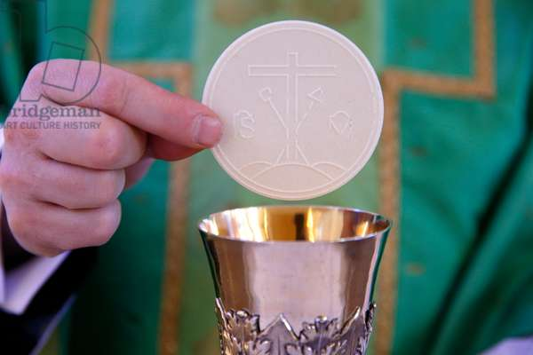 Catholic mass, Celebration of the Eucharist (photo)