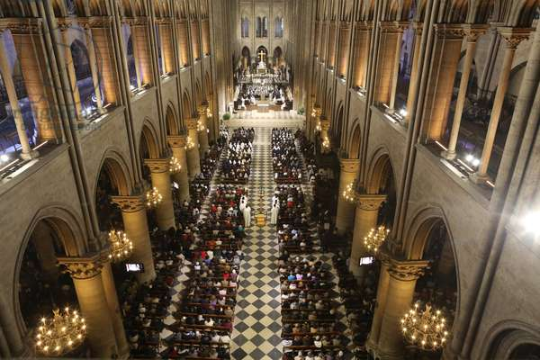 Mass in Notre Dame Cathedral (photo)