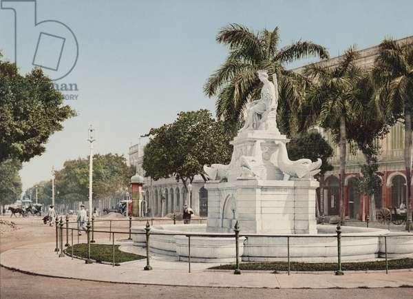 Monument to India (photo)