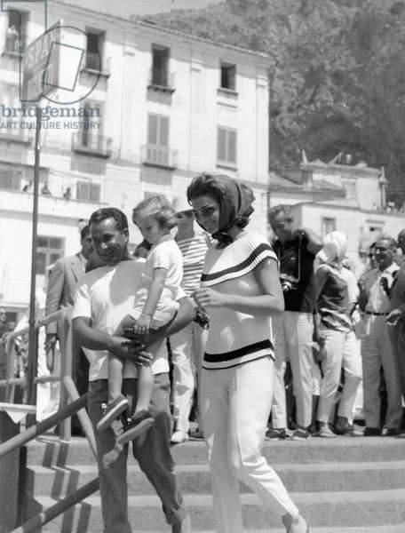 Jacqueline Kennedy walking in the streets of Ravello (Salerno). Italy. 1962.