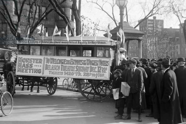 Woman's Suffrage Bus 1914 (photo)