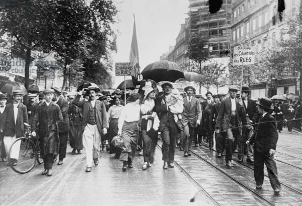 Civilian Reservists take to the Streets Singing in Parade the Marseilles 1918 (photo)